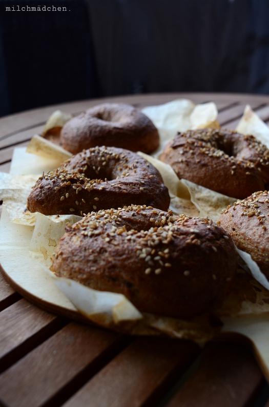 Gut genug: Pumpernickel Bagels mit Sauerteig