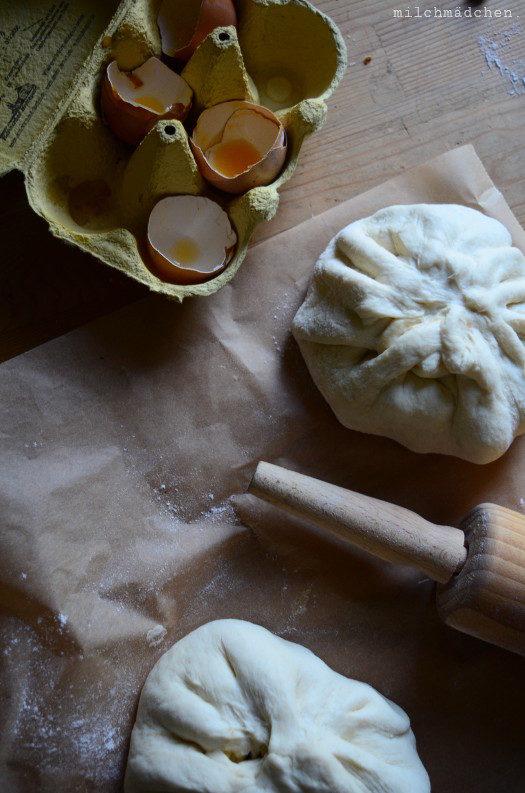 Packen mer's: Riesen-Baozi mit geschmortem Schweinebauch, Salz-Ei und Frühlingszwiebel-Fleisch-Füllung