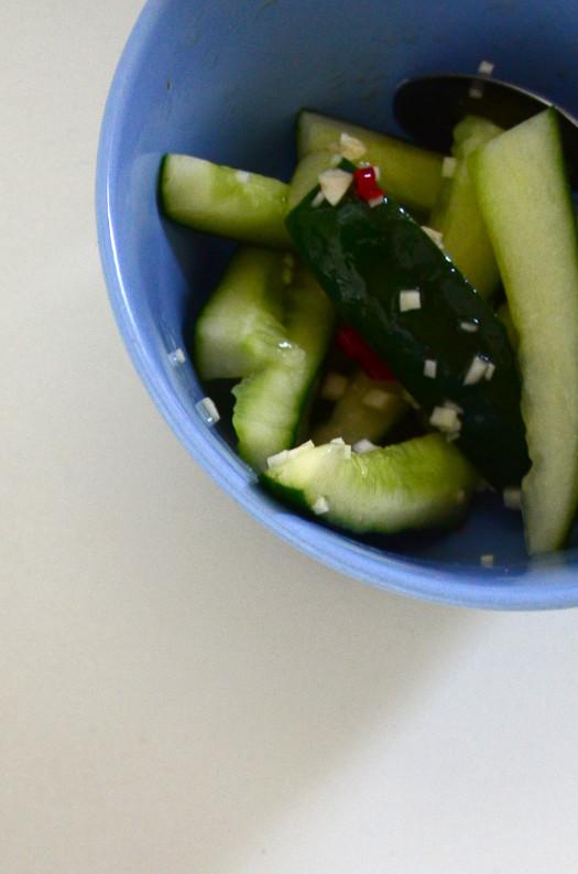 Süß-saurer Gurkensalat | milchmädchen.