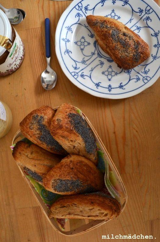 Noch mehr Mitbringsel: Blättrige Mohnbrötchen aus Dänemark und Johannisbeer-Kokos-Konfitüre