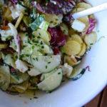Kartoffel-Gurke-Radicchio-Feta-Salat mit cremigem Joghurtdressing