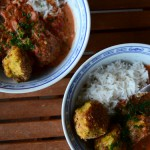Kartoffelbällchen in scharfer Currysauce | milchmädchen.
