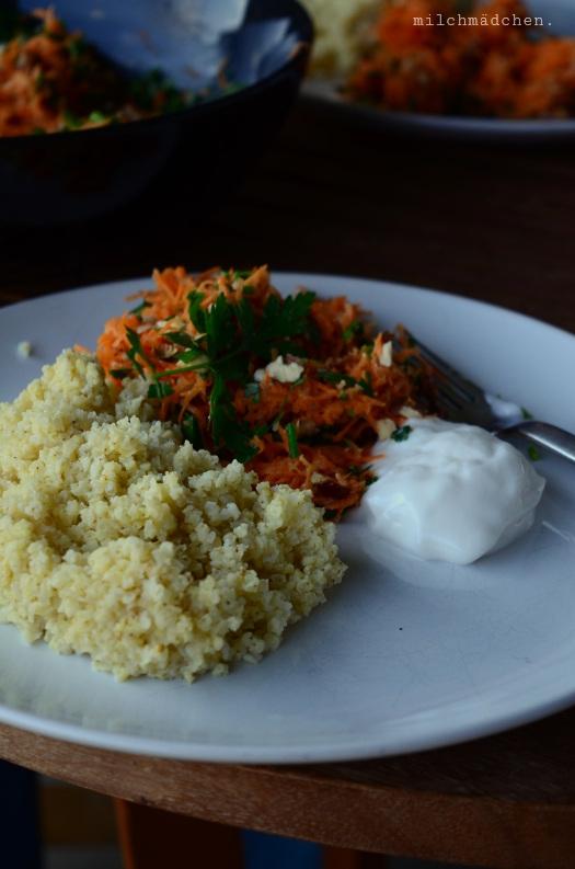 Möhren-Haselnuss-Salat mit Tahindressing   milchmädchen.