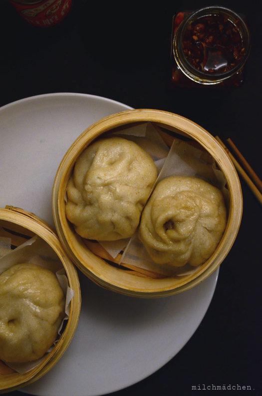 Weil es geht [sic!] – und schmeckt: Sauerteig-Baozi mit Hackfleisch-Schnittlauch-Füllung 包子