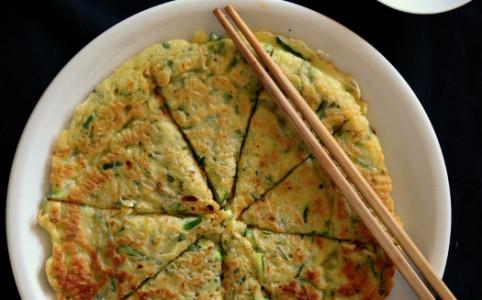 Koreanische Zucchinipfannkuchen | milchmädchen.